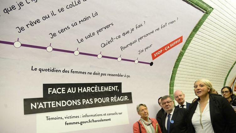 Pascale Boistard,secrétaire d'Etat aux Droits des femmes, visite le métro parisien, le 9 novembre 2015, après le lancement d'une campagne contre le harcèlement sexiste. (BERTRAND GUAY / AFP)