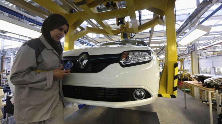 Une employée de l'usine Renault d'Oran, première marque automobile implantée en Algérie. Photo prise en novembre 2014. (LOUAFI LARBI / X01874)