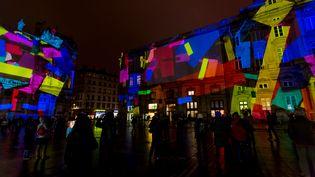 La place Bellecour illuminée pour la 16e édition des Fête des Lumières à Lyon (Rhône), le 4 décembre 2014 (CITIZENSIDE / KONRAD KILLIAN / AFP)