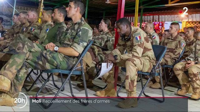 Militaires tués : au Mali, le recueillement des frères d'armes
