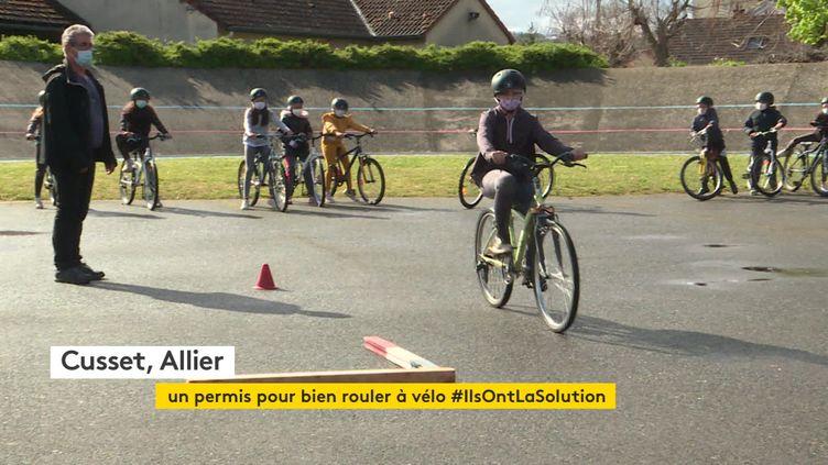 Les élèves de CM1 de Cusset passent leur permis de rouler à vélo (France 3 Auvergne)