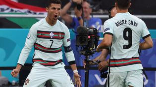 Cristiano Ronaldo et André Silva face à la Hongrie. (ALEX PANTLING / POOL)
