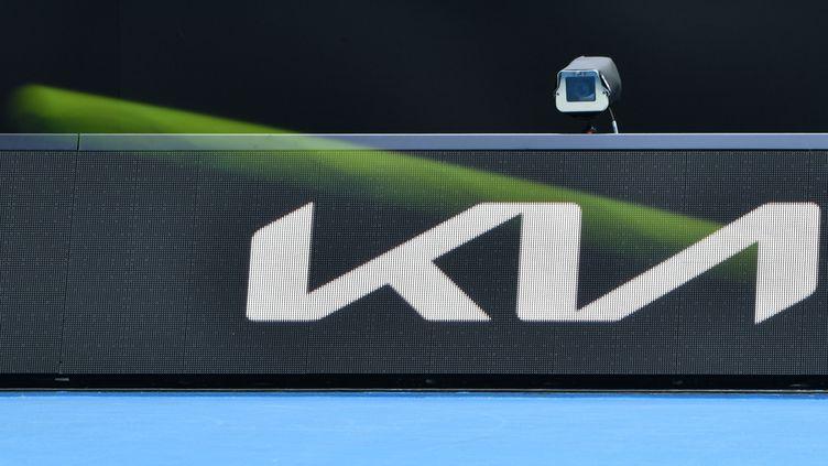 Une caméra servant à l'arbitrage électronique sur un court de l'Open d'Australie, le 8 février 2021. (PAUL CROCK / AFP)