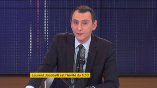 Laurent Jacobelli, porte-parole du Rassemblement national, était l'invité de franceinfo samedi 6 mars 2021. (FRANCEINFO / RADIO FRANCE)