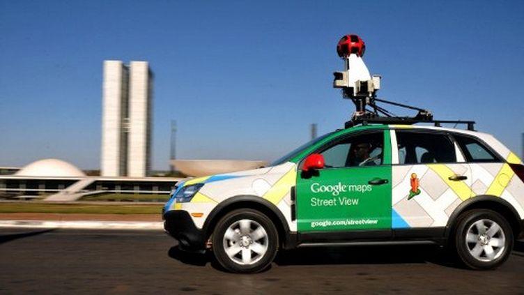 Un véhicule de Google chargé de parcourir les villes pour prendre des photos à 360° pour le service Street View. (PEDRO LADEIRA / AFP)