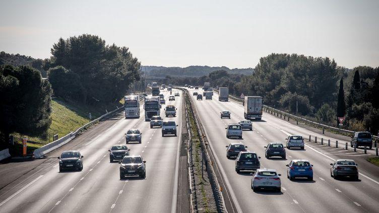 Des véhicules sur l'autoroute A9, àhauteur de Fabregues (Hérault), le 17 février 2021. (BENJAMIN POLGE / HANS LUCAS / AFP)