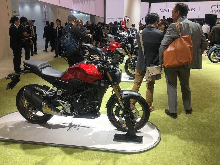 Les nouveautés motos sur le stand Honda. (SERGE MARTIN FRANCE INFO)