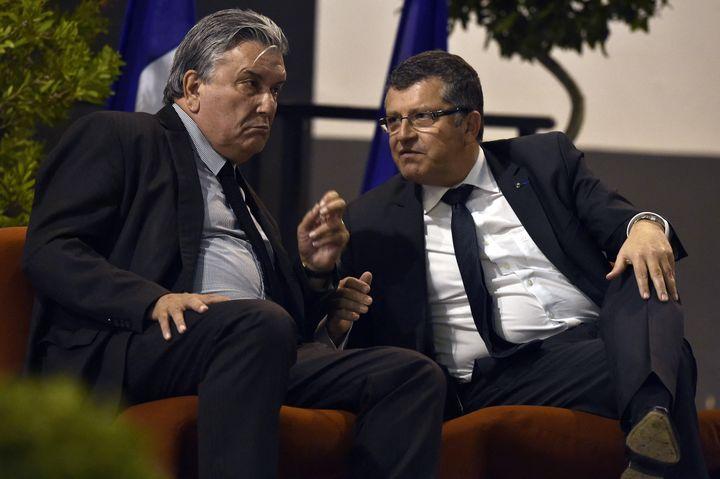 Jean-Paul Fournier et Franck Proust, lors d'un meeting de l'UMP à Nîmes, le 30 octobre 2014. (PASCAL GUYOT / AFP)