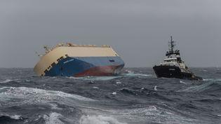 """Le cargo """"Modern Express"""" à la dérive dans le golfe de Gascogne, le 31 janvier 2016. (LOIC BERNARDIN / AFP)"""
