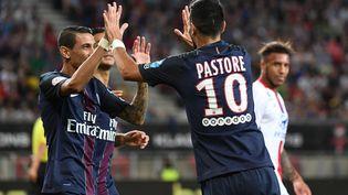 Les joueurs du PSG, Angel Di Maria et Javier Pastore, en Autriche, le 6 août 2016. (BORIS HORVAT / AFP)