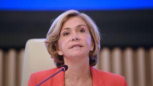 Valérie Pecresse, s'adresse à l'assemblée du conseil régional d'Ile-de-France à Saint-Ouen, le 2 juillet 2021. (MARTIN BUREAU / AFP)
