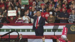 La procédure de destitution lancée contre Donald Trump divise profondément l'Amérique.A moins d'un an de l'élection presidentielle. (france 24)