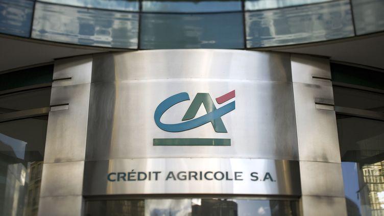 A l'entrée d'un établissement du Crédit agricole, à Paris, le 14 décembre 2011. (LIONEL BONAVENTURE / AFP)