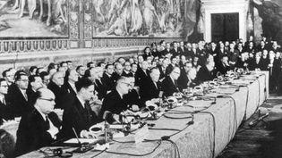 Lors de la signature du traité de Rome, le 25 mars 1957 au Capitole, à Rome, instituant la Communauté économique européenne (CEE). (AFP)