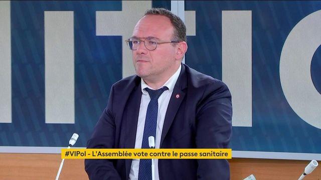 """Pass sanitaire : """"Le gouvernement n'a rien dit dans l'hémicycle et en commission"""" sur les jauges des lieux accueillant du public, lance un député LR"""