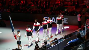 Les tribunes du court central étaient aux trois quart vides lors de la cérémonie d'ouverture de la Coupe Davis, lundi 18 novembre. (JUAN CARLOS ROJAS / JUAN CARLOS ROJAS)