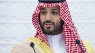 Depuis Riyad, en Arabie saoudite, le prince héritier saoudien, Mohammed Ben Salmane participe à une conférence à distance d'un sommet du G20, le 22 novembre 2020. (BANDAR AL-JALOUD / SAUDI ROYAL PALACE/AFP)
