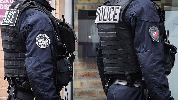 Deux policiers de lacompagnie de sécurisation et d'intervention de Seine-Saint-Denis (CSI 93), en juillet 2020. (LUDOVIC MARIN / AFP)