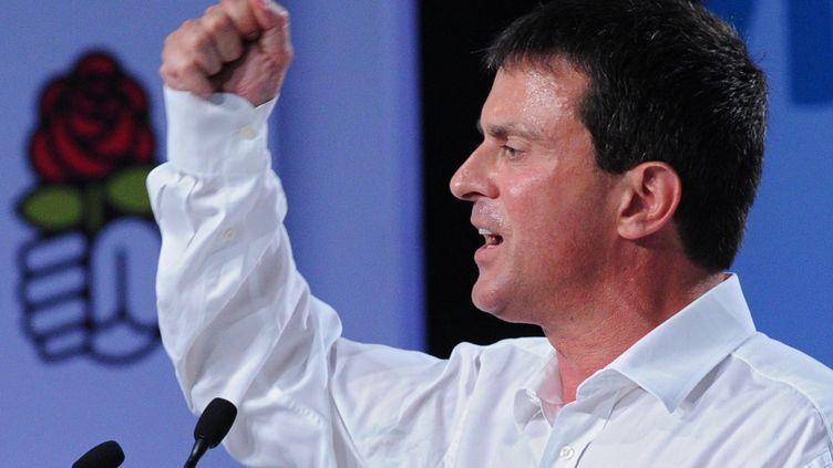 Manuel Valls devant des militants réunis, samedi 24 août 2013, à l'université d'été du Parti socialiste à La Rochelle (Charente-Maritime) (ALAIN JOCARD / AFP)