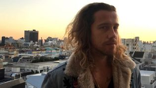 Julien Doré, le 10 décembre 2017, à Tokyo. (KARYN NISHIMURA-POUPEE / AFP)