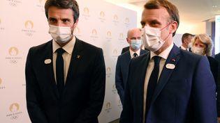 Emmanuel Macron et Tony Estanguet ont annoncé samedi 25 juillet que la cérémonie d'ouverture des Jeux de Paris se tiendrait sur la Seine. (MILLEREAU PHILIPPE / KMSP via AFP)