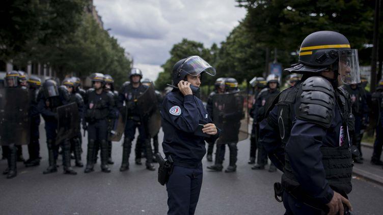 Des CRSmobilisés à Paris, le 5 juillet 2016. (MARIA CONTRERAS COLL / CITIZENSIDE / AFP)