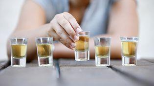 """L'Association nationale de prévention en alcoologiea porté plainte contre les """"neknominations"""", le 17 mars 2014. (PASCAL DELOCHE / GODONG / PHOTONONSTOP / AFP)"""