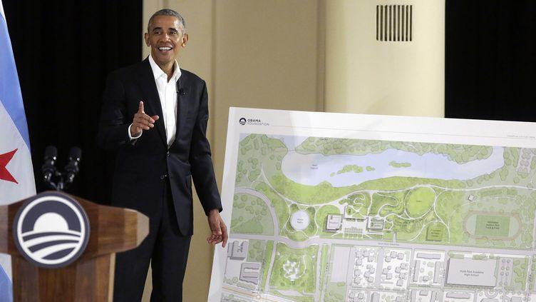 "Barack Obama présente le projet du ""Obama Presidential Center"" de Chicago le 3 mai.  (Joshua LOTT / AFP)"