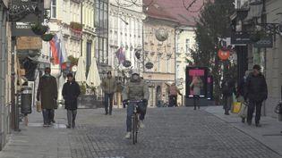 Dans les rues de Ljubljana, la capitale de la Slovénie, janvier 2021 (GILLES GALLINARO / RADIO FRANCE)