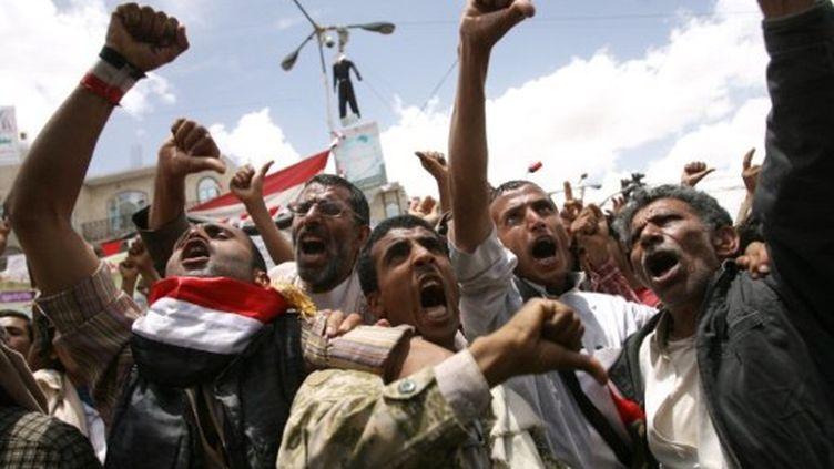 Manifestants anti-gouvernementaux à Sanaa, le 23 mai 2011 (AFP/Mohammed Huwais)