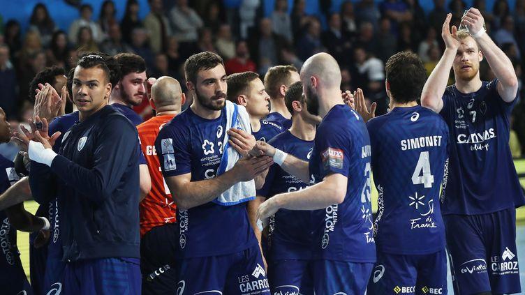 Les joueurs de Montpellier après leur victoire contre Barcelone. (GUILLAUME HORCAJUELO / EPA)