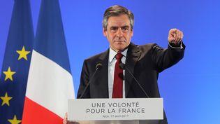Le candidat des Républicains à la présidentielle François Fillon prononce un discours lors d'un meeting organisé à Nice (Alpes-Maritimes), le 17 avril 2017. (VALERY HACHE / AFP)