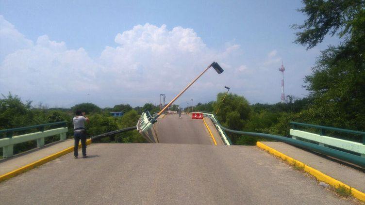 L'état des routes après le séisme de magnitude 7,1 qui a frappé le Mexique mardi complique l'acheminement de l'aide d'urgence aux sinistrésles plus isolés. (PEDRO RASGADO / EFE)