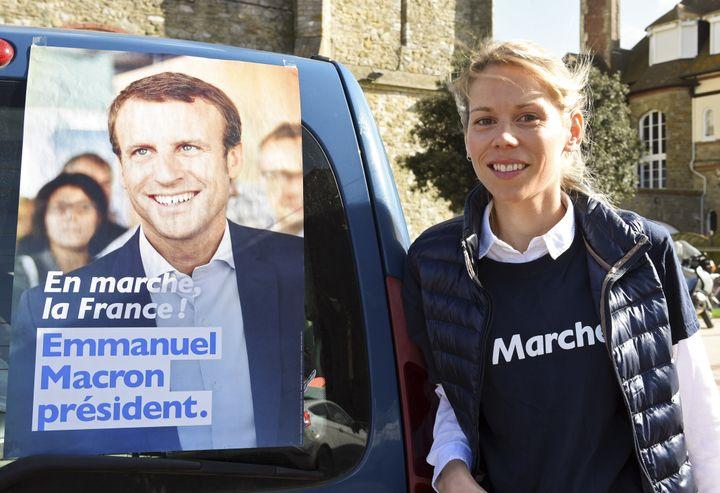 La fille de Brigitte Macron, Thiphaine Auzière, en campagne au Touquet, le 6 avril 2017. (FRANCOIS LO PRESTI / AFP)