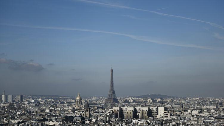 Un pic de pollution atmosphérique a été enregistré à Paris, le 14 mars 2017. (PHILIPPE LOPEZ / AFP)