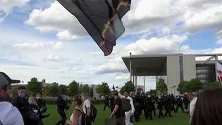 Allemagne: des militants d'extrême droite en guerre contre le masque  (France 2)