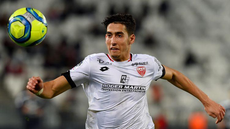 Nayef Aguerd s'est engagé jusqu'en 2024 avec le Stade Rennais (NICOLAS TUCAT / AFP)