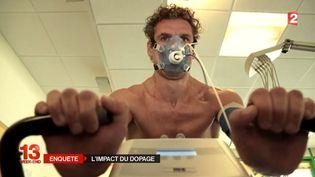 """L'athlète Guillaume Antonietti a accepté de se doper pendant un mois pour tester les effets des produits, dans le cadre d'une enquête de """"Stade 2"""", sur France 2. (STADE 2 / FRANCE 2)"""