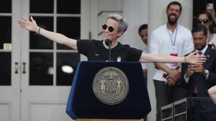 La co-capitaine de l'équipe américaine de football, Megan Rapinoe, le 10 juillet 2019 à New York, aux Etats-Unis. (BRUCE BENNETT / GETTY IMAGES NORTH AMERICA / AFP)