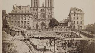 Pierre-Ambroise Richebourg : Travaux des fondations de la caserne de la Cité, île de la Cité avec la cathédrale de Notre-Dame, Musée Carnavalet (CCO / PARIS MUSEES / MUSEE CARNAVALET)