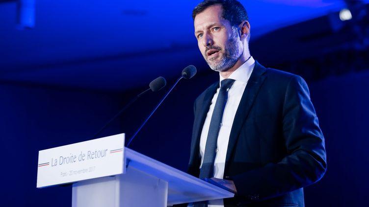 Nicolas Daragon, le maire de Valence, lors d'une réunion publique en novembre 2017. (THOMAS PADILLA / MAXPPP)