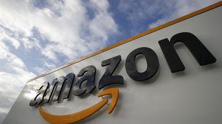 Le logo de l'entreprise Amazon,le 21 avril 2020, àBrétigny-sur-Orge (Essonne). (THOMAS SAMSON / AFP)