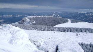 Les montagnes de l'Ardèche, sous la neige, le 5 janvier 2006. (PHILIPPE BOUSSEAUD / BIOSPHOTO / AFP)