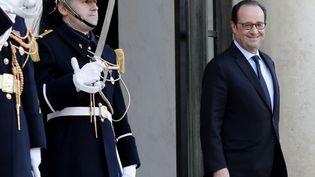 Le président François Hollande sur le perron de l'Elysée, à Paris, le 28 novembre 2016. (FRANCOIS GUILLOT / AFP)