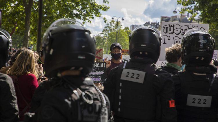 Manifestation à Paris contre les violences policières, sur le Trocadéro, le 6 juin 2020. ((MAXPPP))