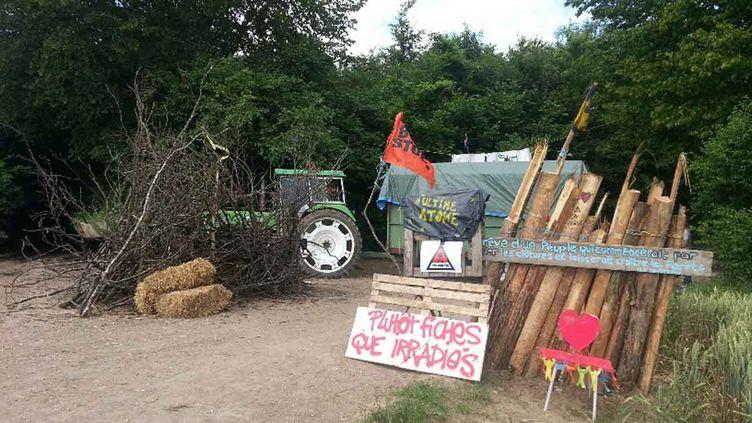 (Zone occupée illégalement par les opposants au projet Cigéo dans le bois de Mandres-en-Barrois près de Bure dans la Meuse © Anne-laure Barral/RADIO FRANCE)