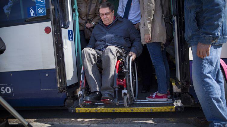Le Parlement a approuvé, mardi 21 juillet 2015, le texte prévoyant de nouveaux délais pour l'accessibilité des bâtiments publics et des transports aux personnes handicapées. (AMELIE-BENOIST / BSIP / AFP)