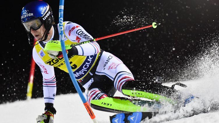 Clément Noël, ici le 22 décembre 2020 à Madonna di Campiglio, est l'un des favoris au titre mondial en slalom. (TIZIANA FABI / AFP)