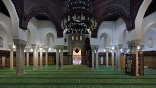 La salle de prière de la grande mosquée de Paris (illustration). (MANUEL COHEN VIA AFP)
