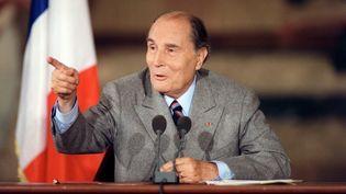 François Mitterrand lors d'une conférence de presse au palais de l'Elysée, à Paris, le 15 octobre 1990. (ERIC FEFERBERG / AFP)